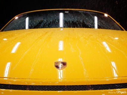 水も滴るいい車