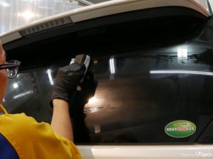 お車の窓ガラスのシミを綺麗に除去