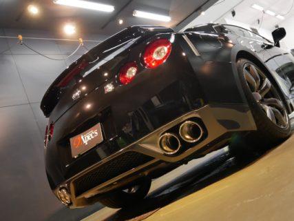 NISSAN GT-R「真心を込めて磨いた先に生まれる、真のブラックカラー」